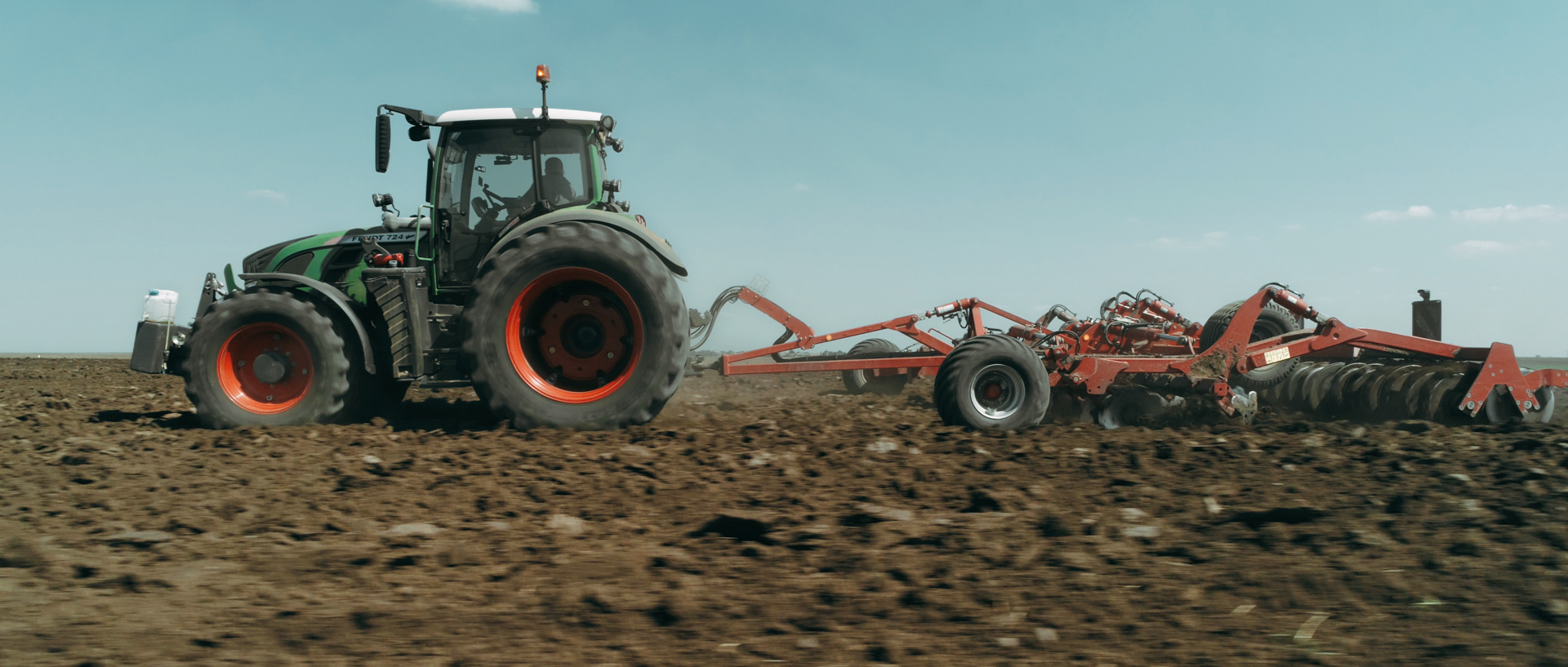 fendt tractor with horsch for mewi the farmers video by popotam productions video agency timisoara after color grading