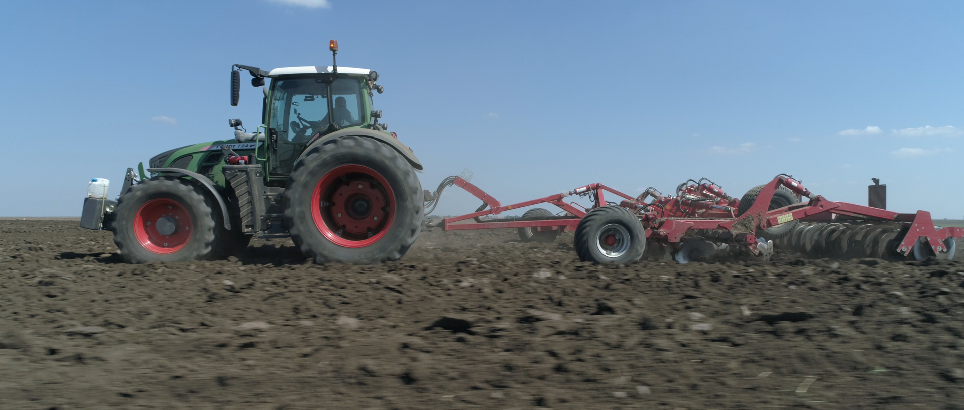 fendt tractor with horsch for mewi the farmers video by popotam productions video agency timisoara before color grading